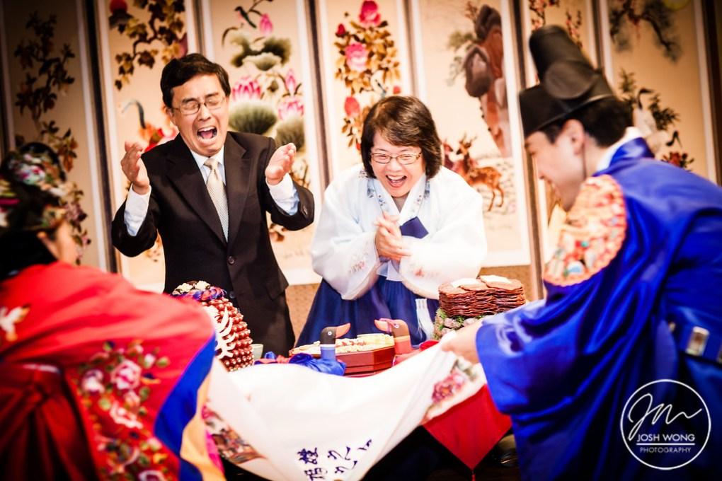 Pae Baek traditional wedding ceremony. Wedding pictures by NYC Wedding photographer Josh Wong Photography