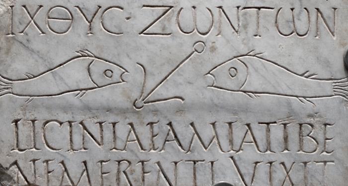 """""""El Pez de la Vida"""", alegoría de Jesús de Nazaret en una lápida funeraria romana."""