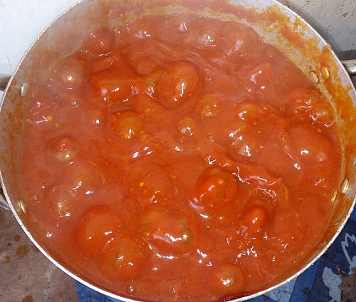 The sauce is really bubbling, the leaves should be added to the sauce after the liquid has reduced and the suce is thickened