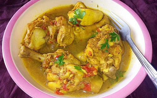 Boiled chicken can be served as chicken pepper soup; it is best paired with white rice or yam