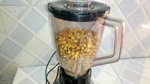 Blending of tiger nuts for milk