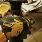 Napoli. Uomo denunciato per ricettazione: in casa, tra gli arredi, anche reperti archeologici