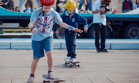 apprendre à faire du skate à son enfant