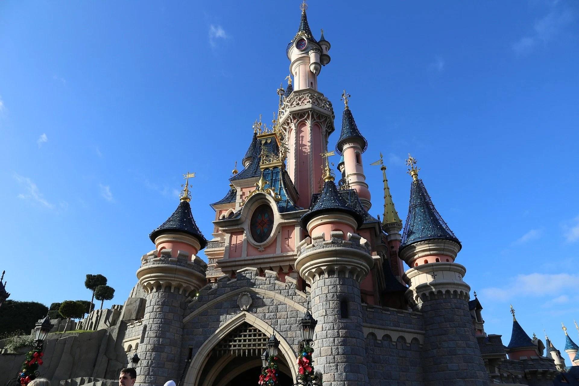 Disney+ diffusera son docu-série « Les coulisses des attractions » le 16 juillet
