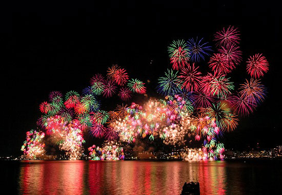 Le grand feu d'artifice du lac Biwa.
