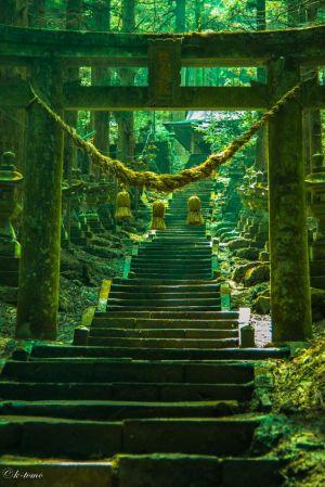 Sanctuaire Kamishikimi Kumano (à Takamori-machi dans la préfecture de Kumamoto).
