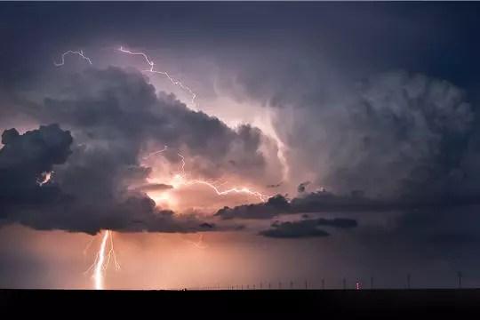 fond ecran eclair orage