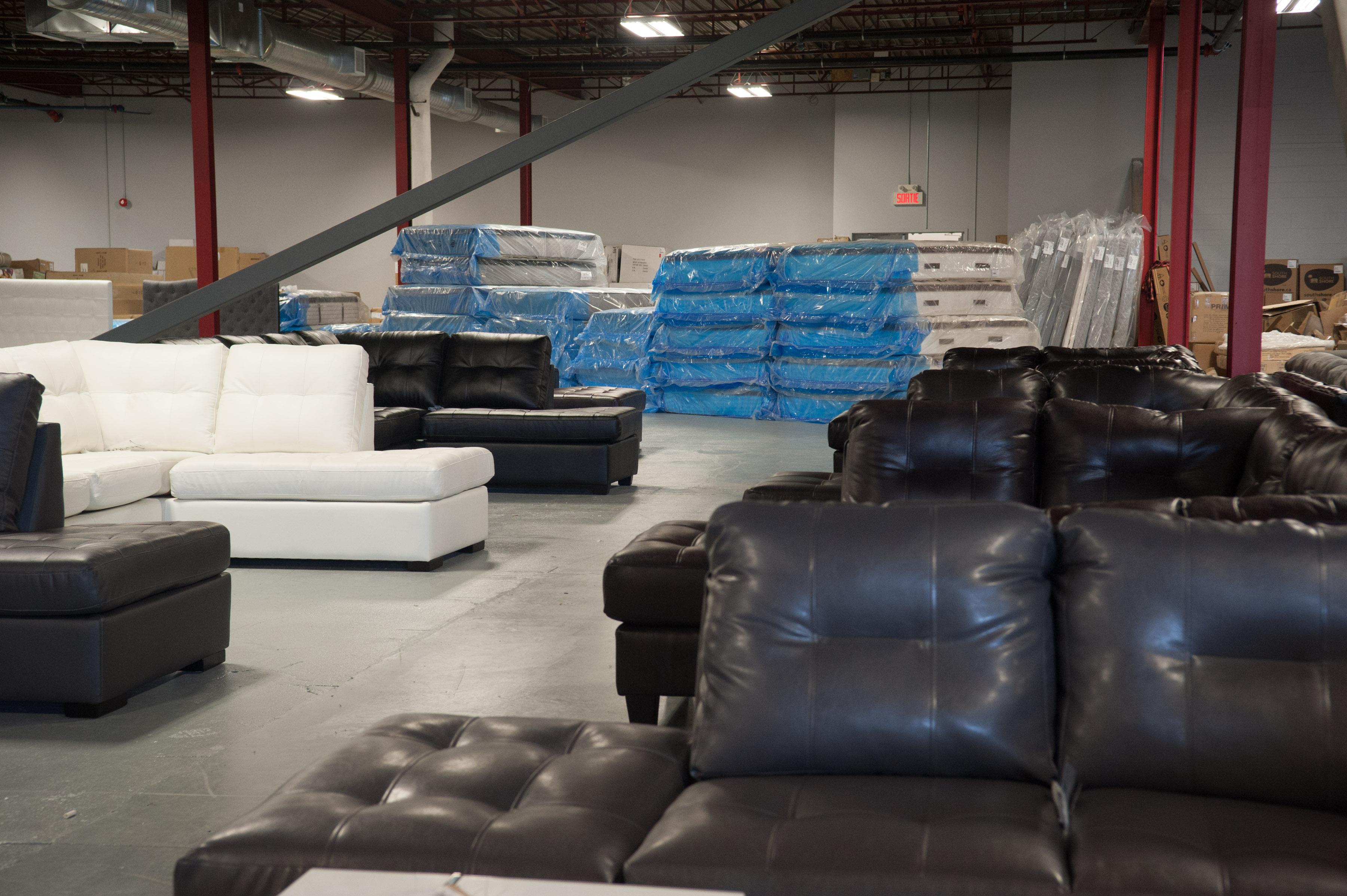 deux nouveaux magasins de meubles surplus