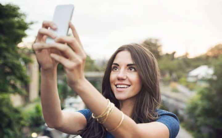 accro à son smartphone/Addiction au smartphone et aux selfies