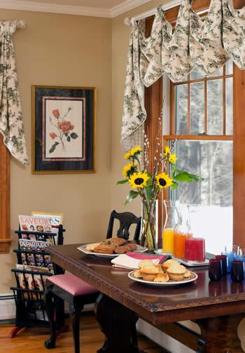Romantic Weekend Getaways at Cozy Bed & Breakfast in the