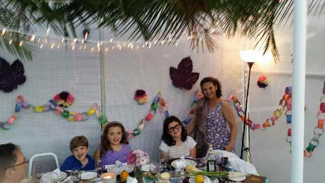 Ro, Angelina, Seiger children and their paper chain