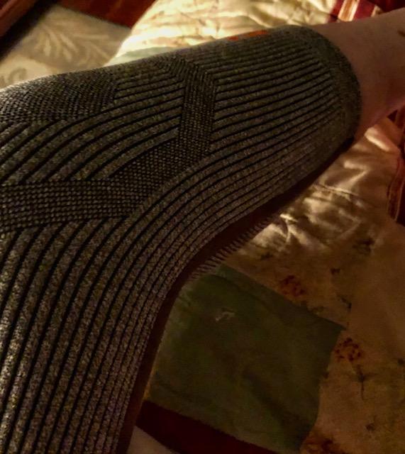 Incrediwear Wearing the Knee Sleeve