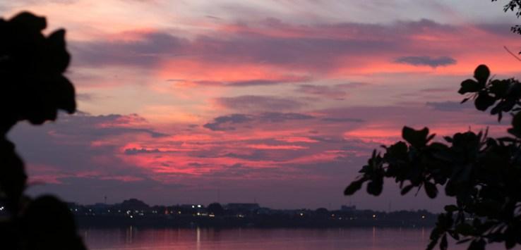 Sunset in Tha Khaek