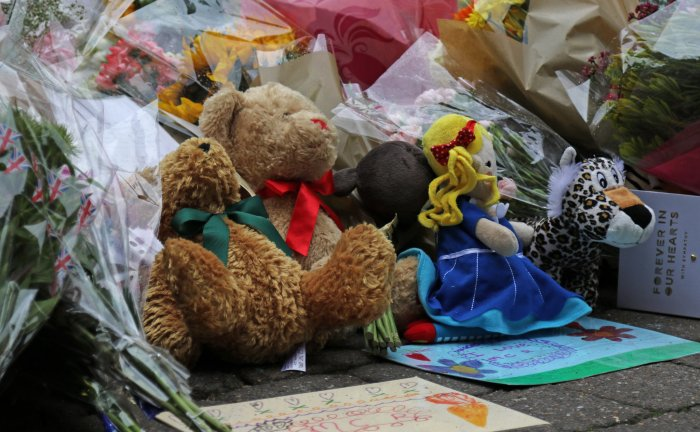 tributes to the victims of the manchester bombing