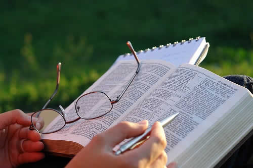 Académico Cristiano Estudio