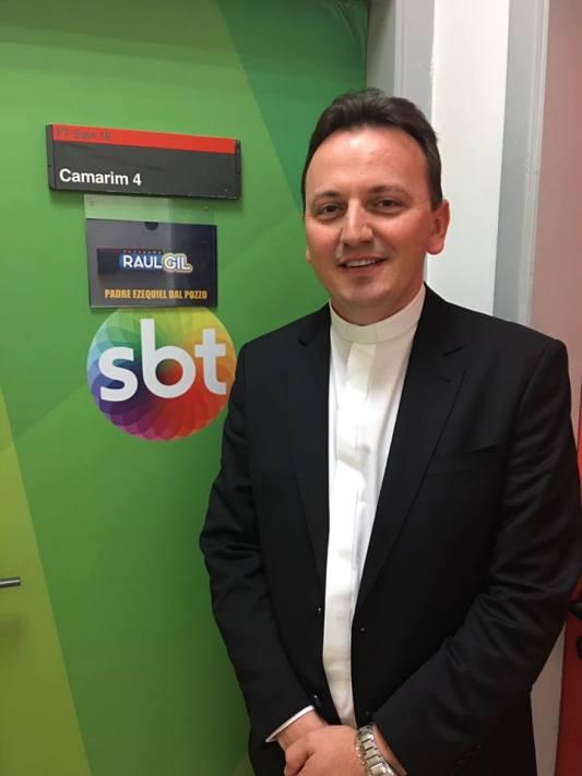 Padre Ezequiel Dal Pozzo tem um programa de TV