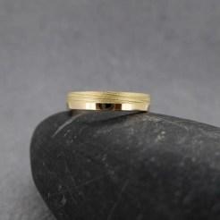 alianza de boda oro amarillo arena brillo