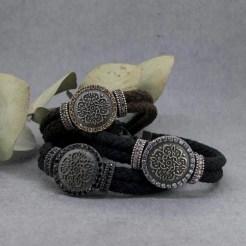 pulseras de plata y mandalas
