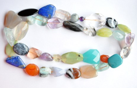 Collar piedras distintas