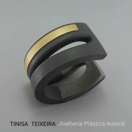 Tinisa Teixeira, ejemplo del uso estructural de la arcilla polimérica