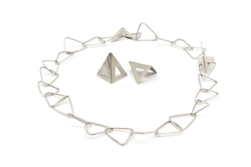 Lilia Breyter - Collar y aros Triángulos