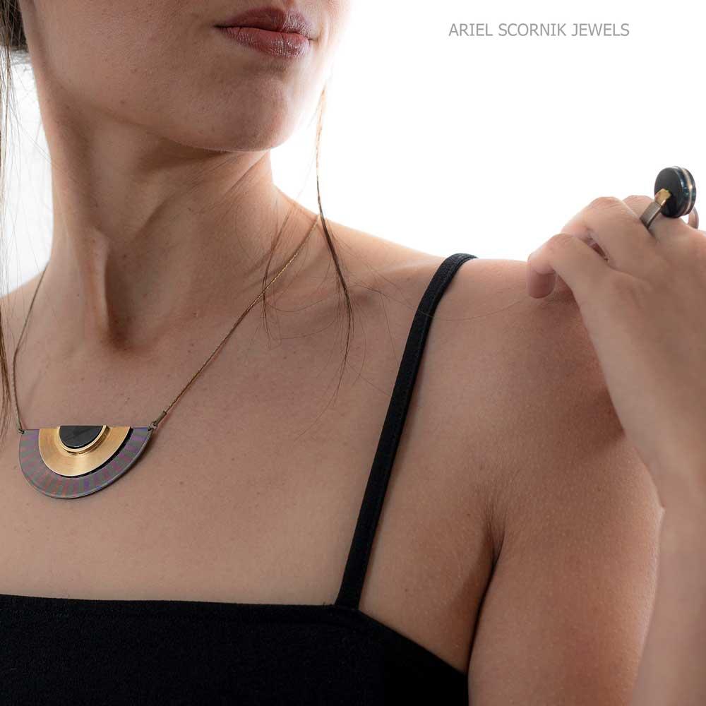 Ariel Scornik - Collar Ramsés