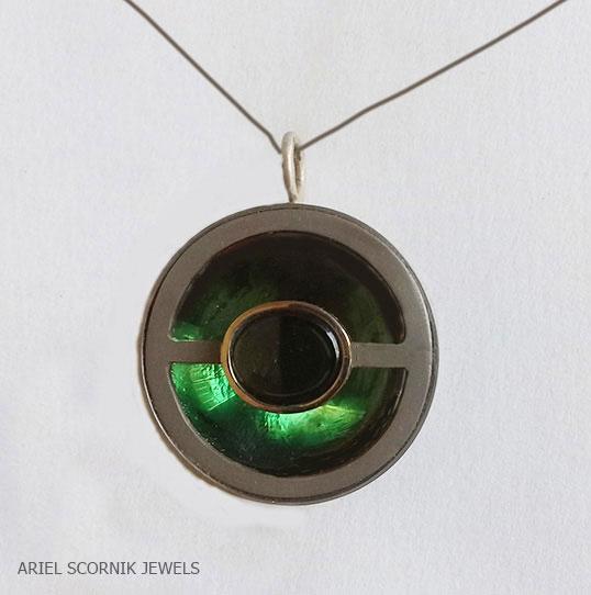 Ariel Scornik - Collar Verde Oculto