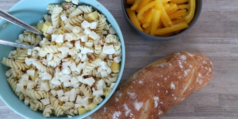 Pastasalade met mango en mozzarella