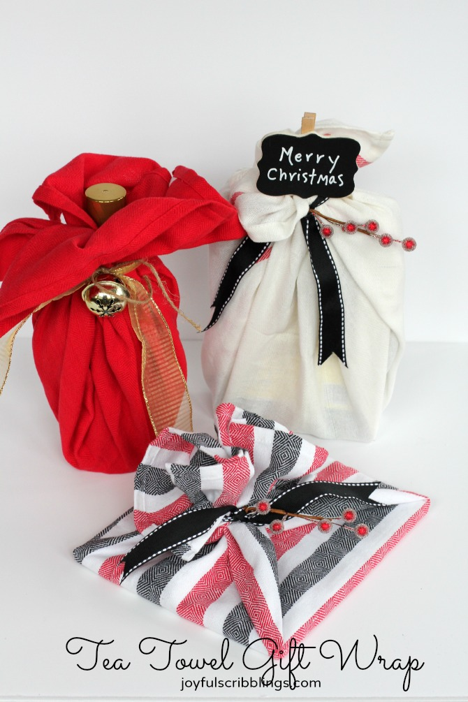 Turn that bottle of champagne into a gorgeous hostess gift by wrapping it with a kitchen towel. Your host will be so pumped to get both a new towel and a bottle of bubbly. Place the bottle in the middle of your cotton kitchen towel.