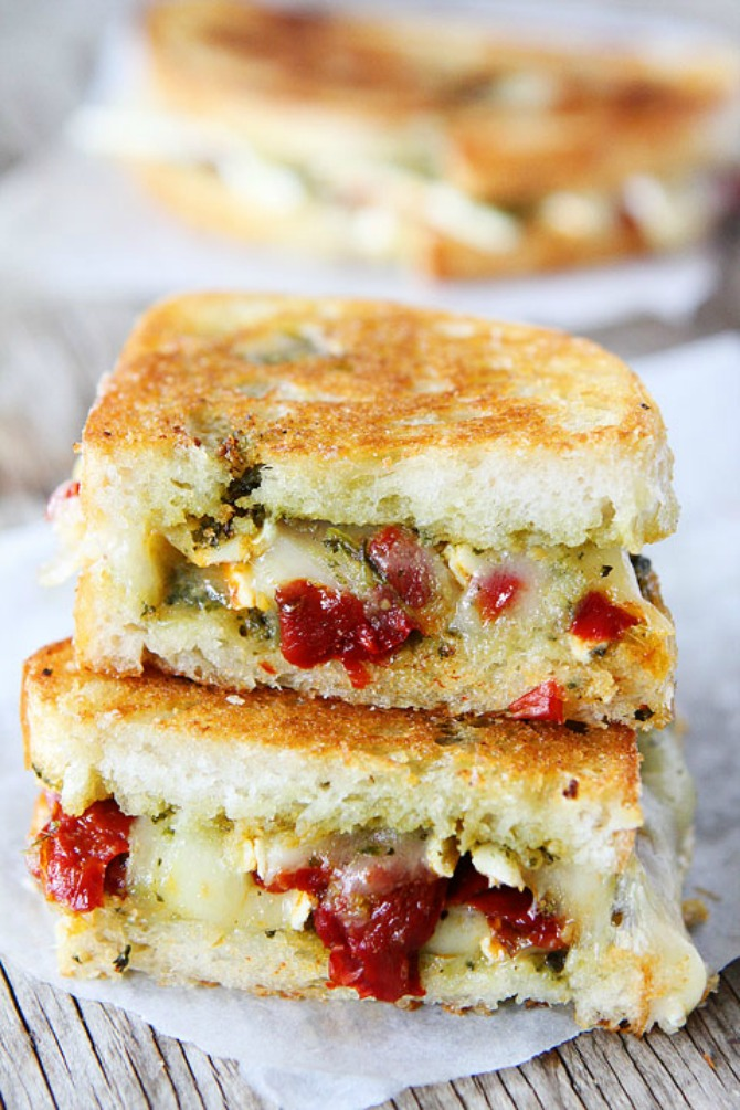 pesto brie and sweet pepper grilled cheese