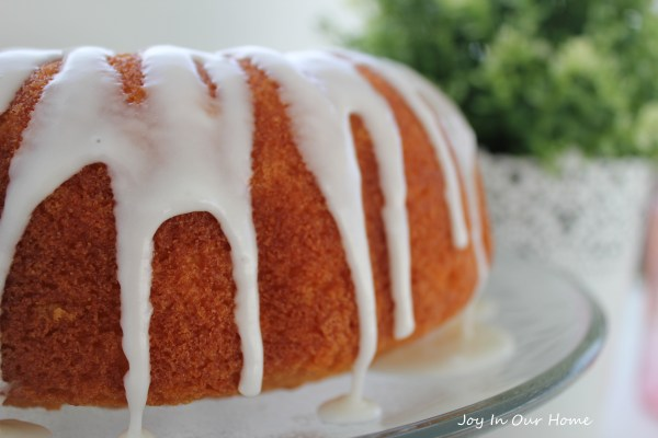 Lemon Poppyseed Bundt Cake at www.joyinourhome.com