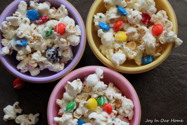 Party Popcorn at www.joyinourhome.com Yummy and easy to make... the perfect snack for your next party!0