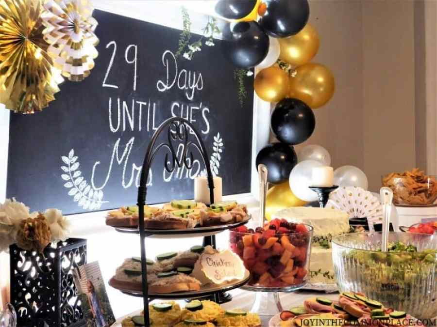 Black & Gold Table with Balloon garland