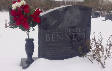 Elli's headstone at Christmas, in the snow