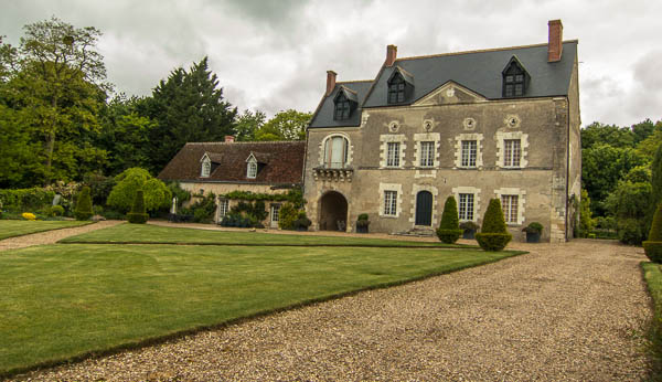 photo of house and garden in France