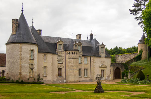 photo of the chateau at La Chatonniere