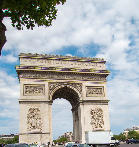 photo of the Arc de Triomphe, Paris, France