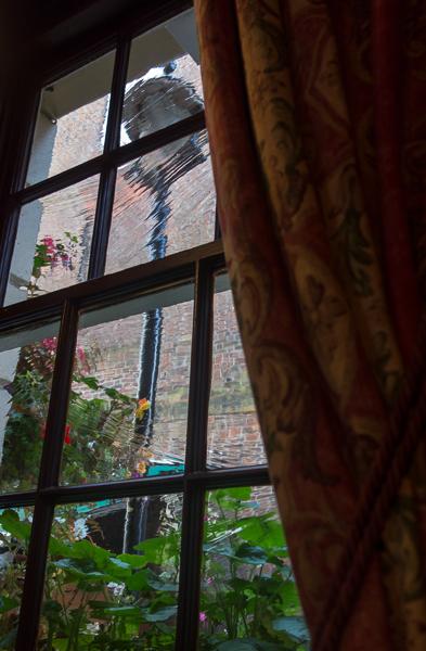 Window & street lamp