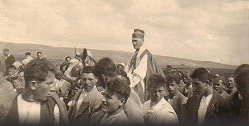 A püspök a bécsi döntés után Dél-Erdélyben maradt, Gyulafehérvárról kormányozta egyházmegyéjét