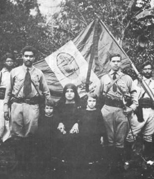 A Cristero-k vezetői a Szűzmáriás zászlóval