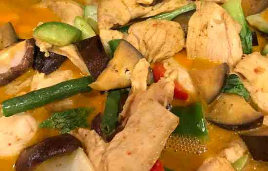 Chicken and Vegetables in Red Curry Sauce