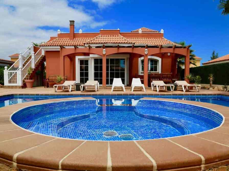 Villas to rent in Caleta de Fuste Fuerteventura with pools