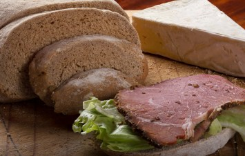 gauteng-food-photographer-business-food-photograph-restaurant-food-photograph-food-photography-session-rye-bread-slice-with-pastrami-and-lettuce