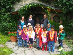 Bambini dell'asilo di Jenins in visita al museo Greisinger