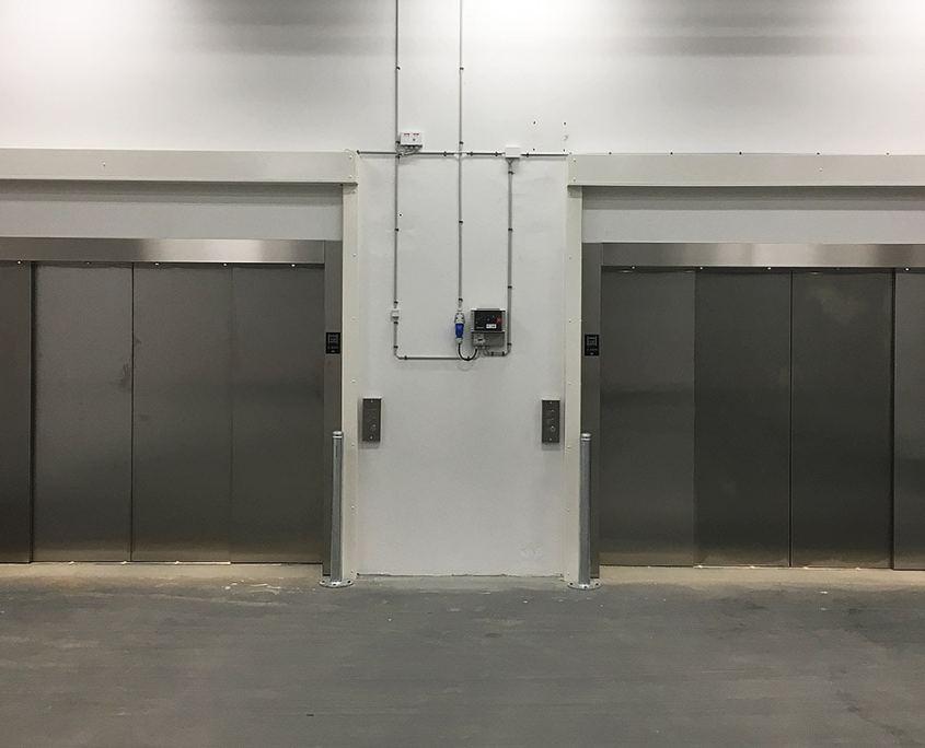 Brandsikring skal prioriteres Kombineret-brand-og-tyverisikring-af-kantine brandgardiner-foran-vareelevator-2