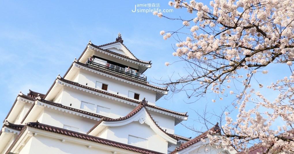 日本福島「會津若松城」與粉白色的櫻花合影