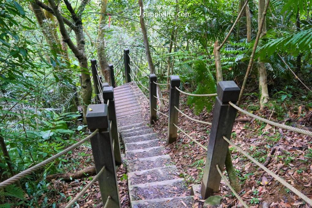 前往望古瀑布沿途的步道