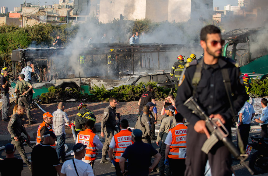 Firefighters and rescue personnel responding to a bus explosion in jerusalem, April 18, 2016. (Yonatan Sindel/Flash90)