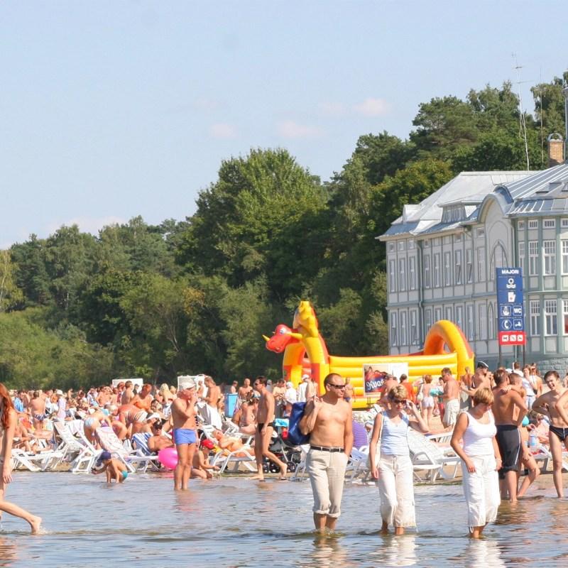 Tbe beach of Jurmala, Latvia on June 8, 2005 (Jurmalastic/Wikimedia Commons)