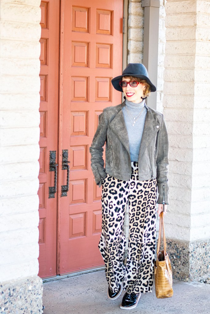 How to wear leopard print pants with grey